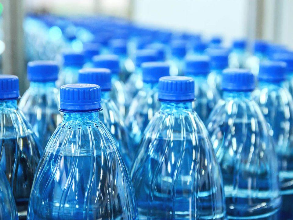Wellwasser Mikroplastik in Flaschenwasser